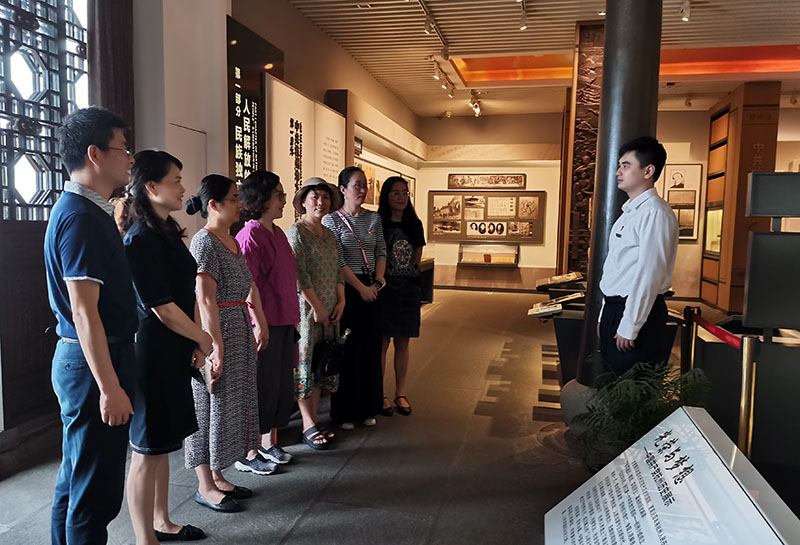 支部党员前往中国共产党杭州历史馆开展党日活动