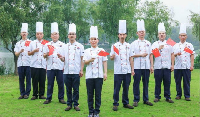 第一党支部唱响《我和我的祖国》献礼新中国成立70周年